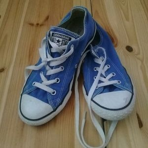 Converse blue low top lace up sneakers Sz 3Y
